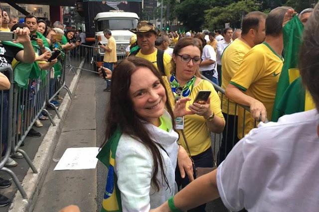 Regina Duarte em manifestações de direita