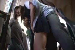 คลิปที่เป็นข่าวนักศึกษาสาวโดนชายแปลกหน้าล่วงละเมิดทางเพศบนรถไฟ