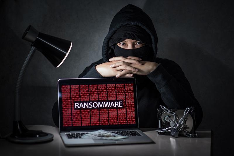 """Hacker Nổi Tiếng Trên Mạng Bị C50 """"Sờ Gáy"""" Và Bắt Tại Trận Vào Lúc Đang """"Triển"""""""