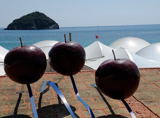 Bagni Nel Blu Spotorno : Armadillo bar vino cibo e musica: la cucina da spiaggia secondo