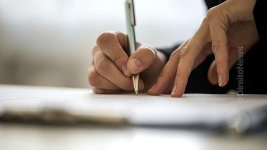 patroa empregada condenada assinar recibos atrasados