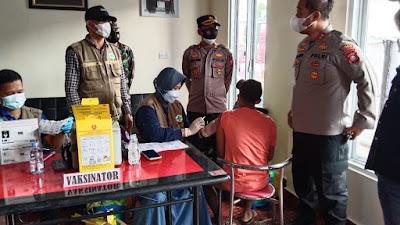 Pastikan Pelaksanaan Vaksinasi Covid-19 Berjalan Aman dan Lancar, Kapolres Sidrap Kunjungi Lokasi di SPBU Dodo