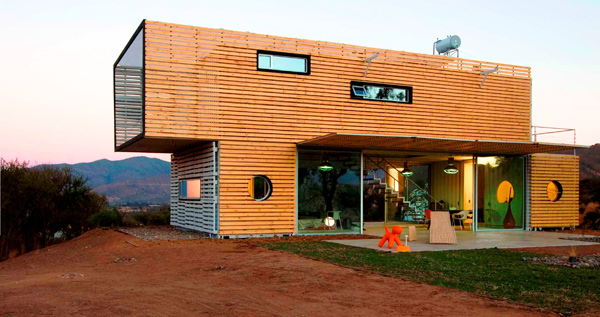 Shipping Container House with Dynamic Facade, Chile 26