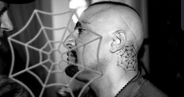 أحدث لوك للفنان أحمد السقا ويتخفى فى سترة سوداء ونقاب فى فيلم جديد - العنكبوت