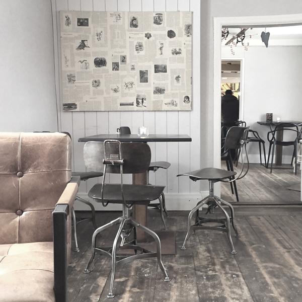 Kahvila, cafe, Pietarsaari, kaunis kahvila, vanhat rakennukset, kaunis sisustus, ihana kahvila, itseleivottua,