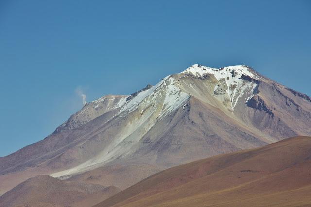 Vulcão Ollegue, no Altiplano Andino da Bolívia.