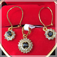 Jual Set Perhiasan Emas Anting & Liontin Berlian