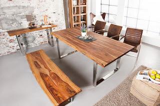 Moderní jídelní stůl z masivu Reaction.