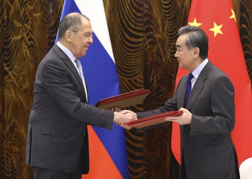 Μέτωπο Κίνας και Ρωσίας κατά των «παράνομων» κυρώσεων της Δύσης