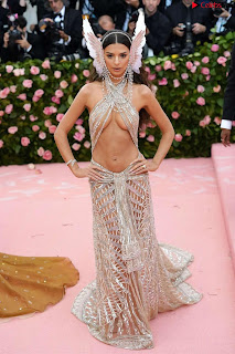 Emily Ratajkowski Expising her beautiful  at 2019 MET Gala in NYC .xyz Exclusive Pics 10