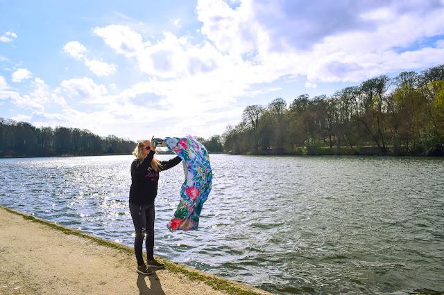 Tesalate towel - shaking towel by lake