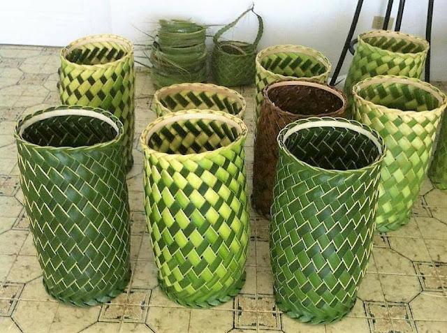 tas keranjang dari daun kelapa