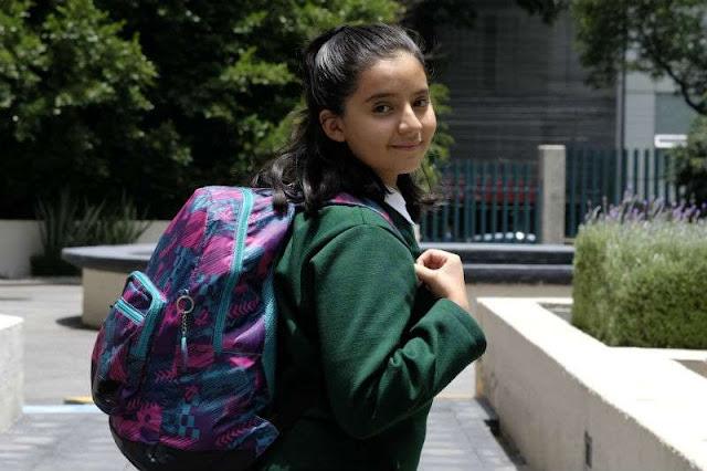 Exceso de peso en mochilas daña a los niños