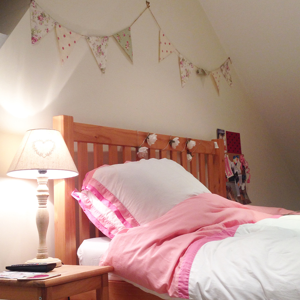 shabby chic bedroom, bunting