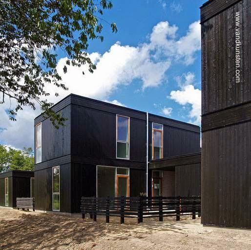 Sector de un conjunto de casas prefabricadas modernas en Dinamarca