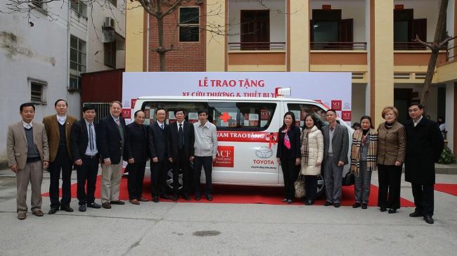 Toyota tặng xe cứu thương cho bệnh viện tỉnh Hà Giang