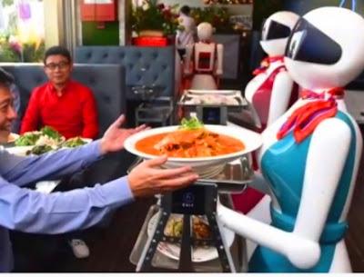 5 Robot Jadi Pelayan Restoran di Tengah Pandemi Corona Jadi Solusi Efektif