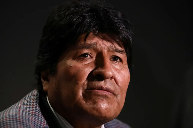 Evo Morales aún cree que sigue siendo Presidente de Bolivia