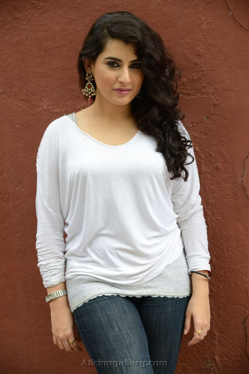 Archana Veda Hot HD Images in Jeans and T Shirt - CAP