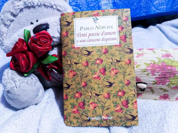"""Immagine della raccolta di poesie """"Venti poesie d'amore e una canzone disperata"""" di Pablo Neruda"""