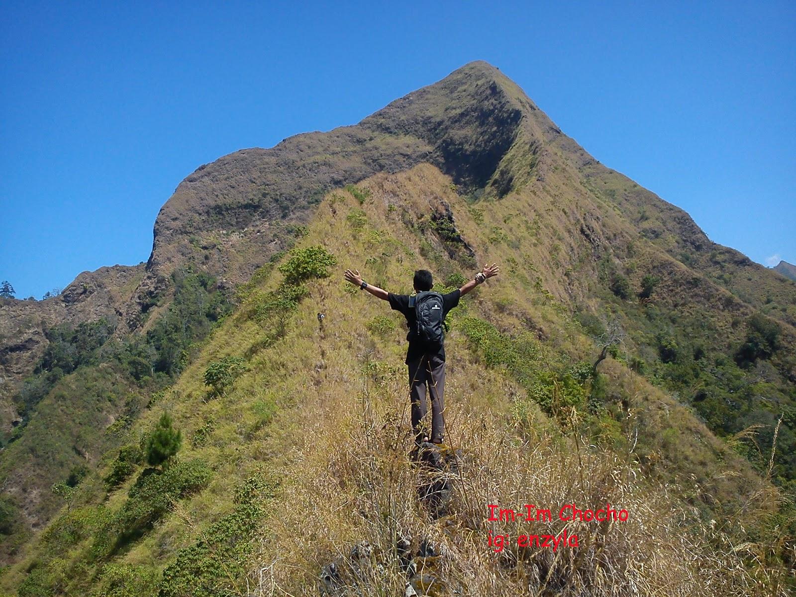 Relawan Muda Bondowoso Sensasi Ke Puncak Piramid