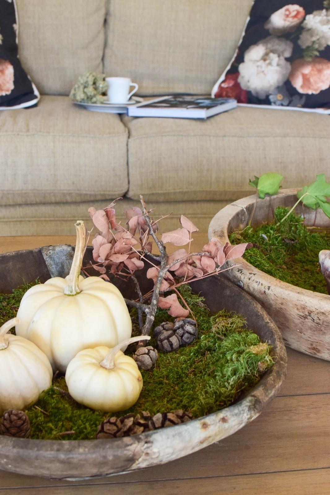 Dekoideen mit Kürbis für den Herbst. Kürbisse natürlich dekorieren. Tischdeko, Tisch dekorieren Herbstdeko, herbstliche Deko, Wohnzimmerdekko