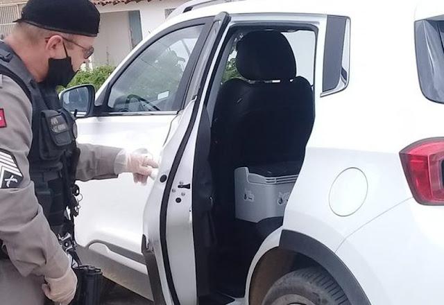 PM recupera carro roubado com 70 doses de vacina na PB