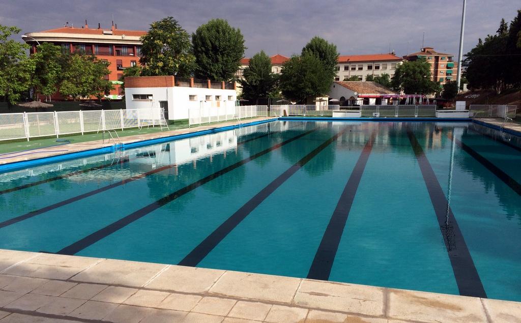 La temporada de piscinas se amplia al 11 de septiembre en for Piscina juan de toledo