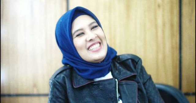 Mengenal profil najelaa shihab, siapa najelaa shihab? Najelaa shihab adalah putri dari Muhammad quraish shihab pendiri kampus cikal, dan telah menerbitkan banyak karya buku