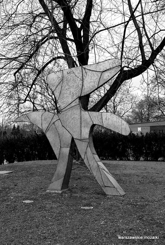 Warszawa Warsaw skwer Sanguszki rzeźba rzeźby