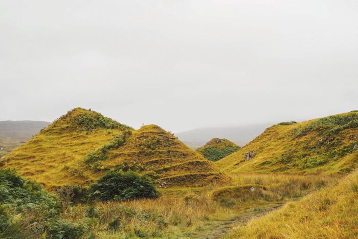 Randonnée dans le Fairy Glen sur l'île de Skye en Ecosse