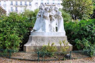 Paris : Sainte Catherine, hommage à l'ouvrière parisienne - Une oeuvre signée Jules Lorieux - IXème