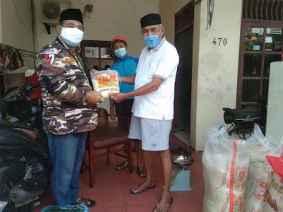 Ketua FKPPI 2705 Terjun Langsung Berikan Bantuan Pangan Untuk Warga Yang Isoma