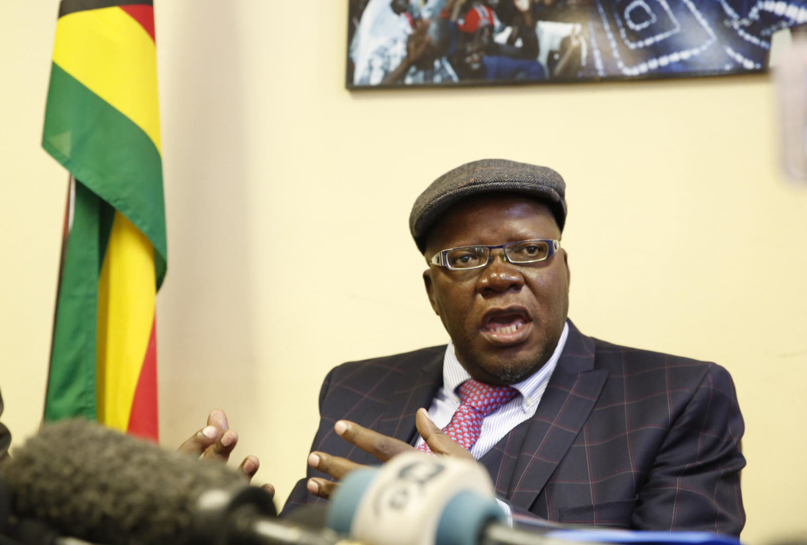 Breaking: Tendai Biti arrested at border while trying to flee Zimbabwe - Zimbabwe Situation