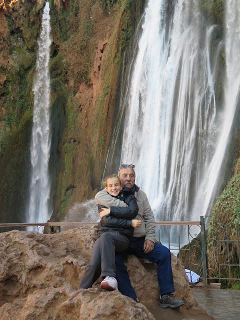 Macarena y su abuelo en las Cascadas de Ouzoud