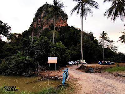 Masuk dalam 100 meter, maka akan nampak lah tempat parking kereta untuk Bukit Mok Cun