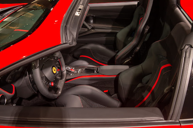 ワールドプレミアで披露された実車の812GTSの内装デザイン。
