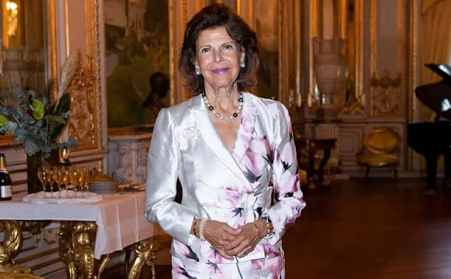 Queen Silvia wore a floral print silk satin dress. Anders Walls Foundation awarded scholarships to young talents in music