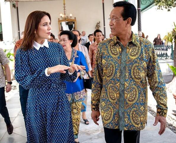 Crown Princess Mary attended a luncheon at Sultan Hamengkubuwono X's palace in Yogyakarta