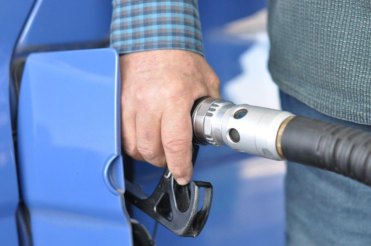 Mitos-Mitos Seputar Pengisian Bahan Bakar Mobil