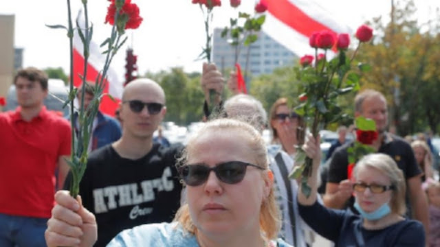 Thousands are gathering in the capital Minsk as Belarus gears up for a weekend