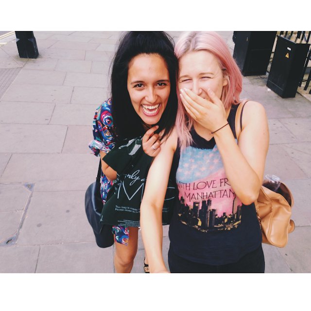 London, Blogger, Pink Hair, Levis, Suitcase, Road Trip, Trip, Weekend Away, Fabric, Sightseeing, Sunny, Tourist, Best Friends, Friend, England, Megabus, Museum, Selfie Stick