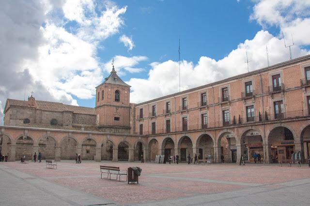Plaza del Mercado Chico, em Ávila, na Espanha.