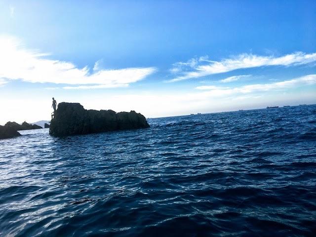 Je me plains à la mer l'agitation de mes pensées et elle me répond avec ses vents sauvages