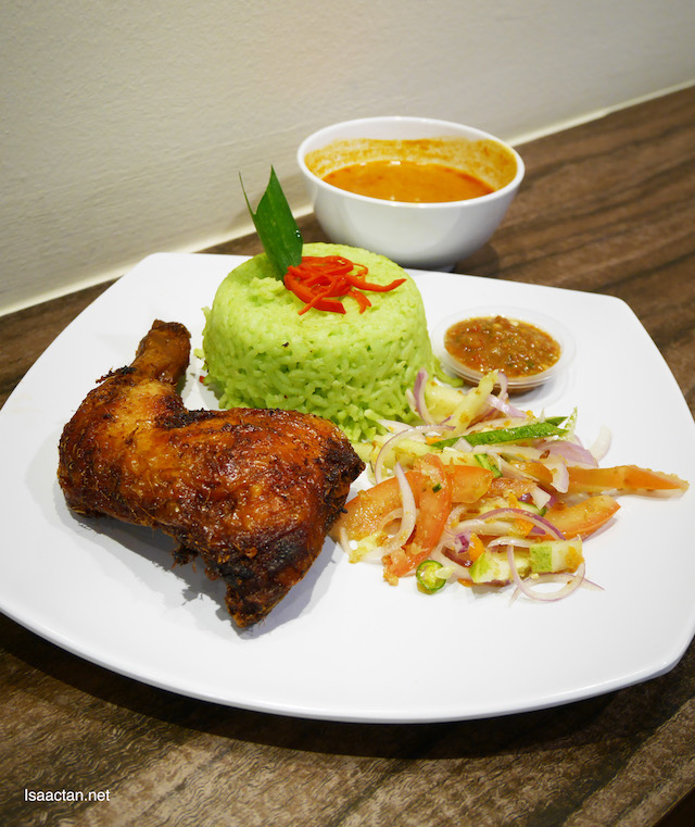 Nasi Kukus Pandan Ayam Goreng Berempah