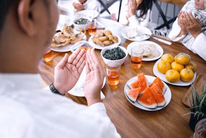 3 Tips Bugar Saat Berpuasa dengan Menu Makanan yang Tepat