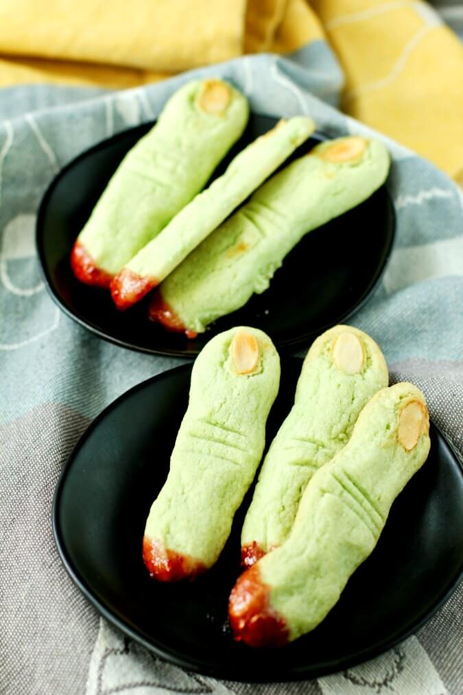 Green witch finger cookies
