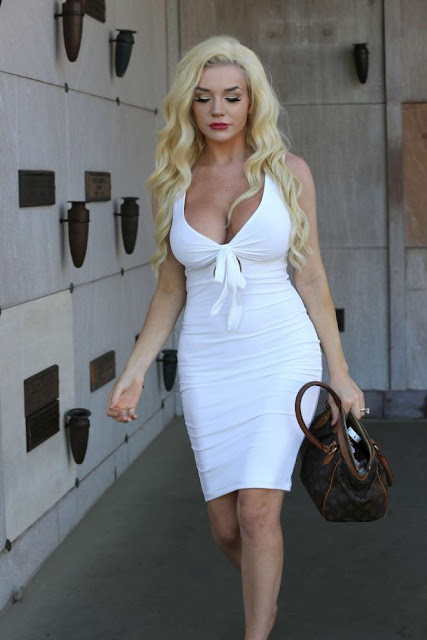 Courtney Stodden pays respect to her idol Marilyn Monroe