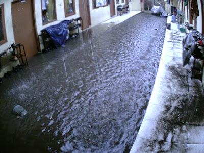 Asrama Kebanjiran Itu Rasanya