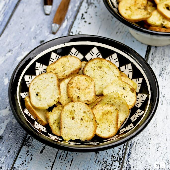 Recept Bagel chips met knoflook en basilicum